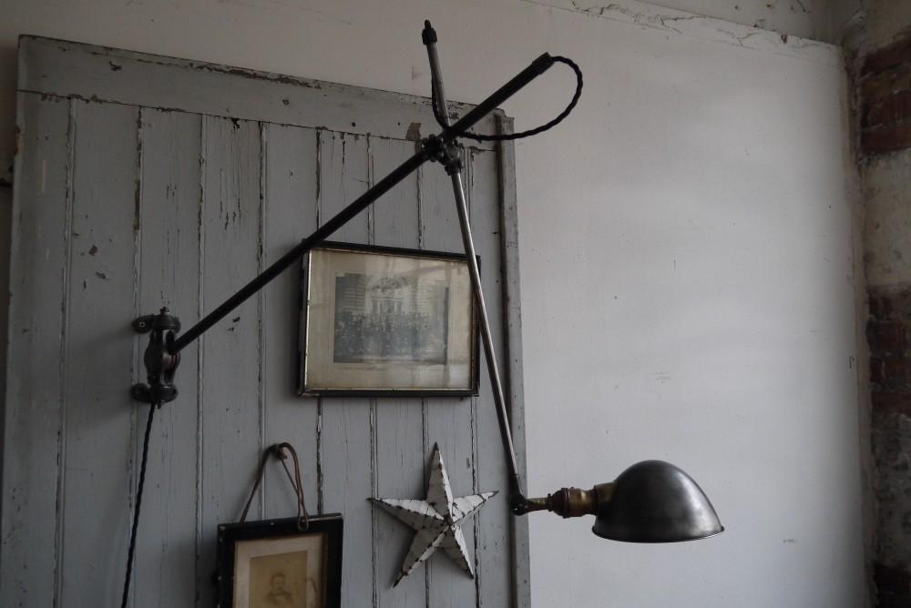 Настенная лампа в индустиальном стиле