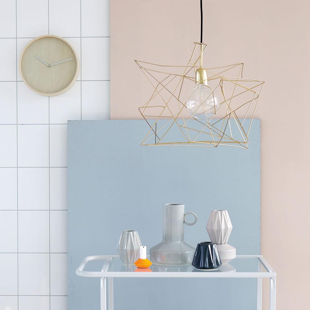 Подвесной светильник в индустриальном стиле в соответствующем интерьере