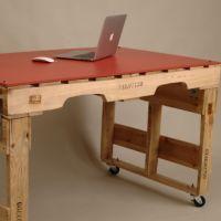 Современный стол из поддонов для офиса МО13