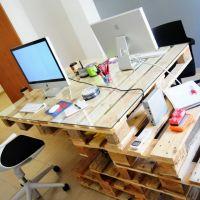 Необычный стол из паллет для офиса МО03