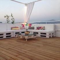 Стильный диван и столик из паллет для открытого интерьера МК232